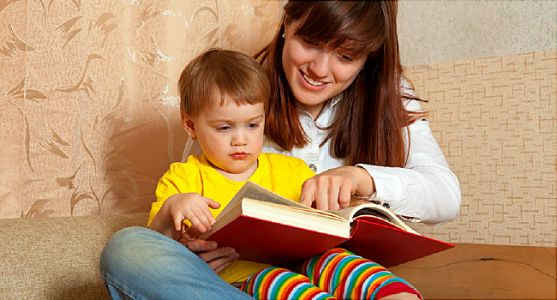 For Toddlers, Books Still Better Than Tablets