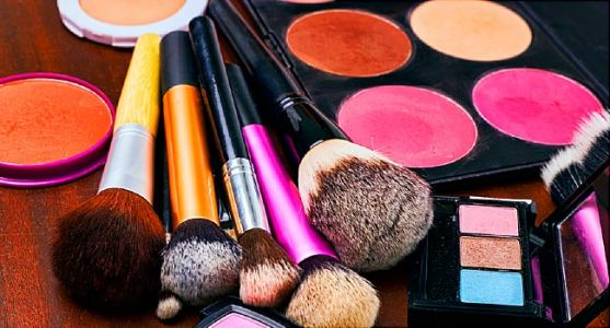 Chemicals in Mom-to-Be's Makeup Impact Kid's Weight