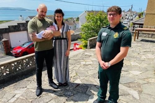 999 call handler helps parents unexpectedly deliver baby at home